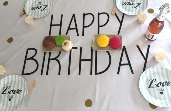 Nappe d'anniversaire Happy Birthday pois dorés