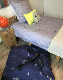Housse de coussin de sol bleue Cosmo Paul avec jouet
